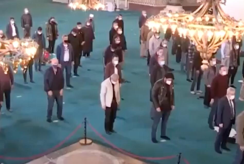 Εικόνες σοκ! Ραμαζάνι στην Αγιά Σοφιά και δεν μιλάει κανείς; Δείτε βίντεο