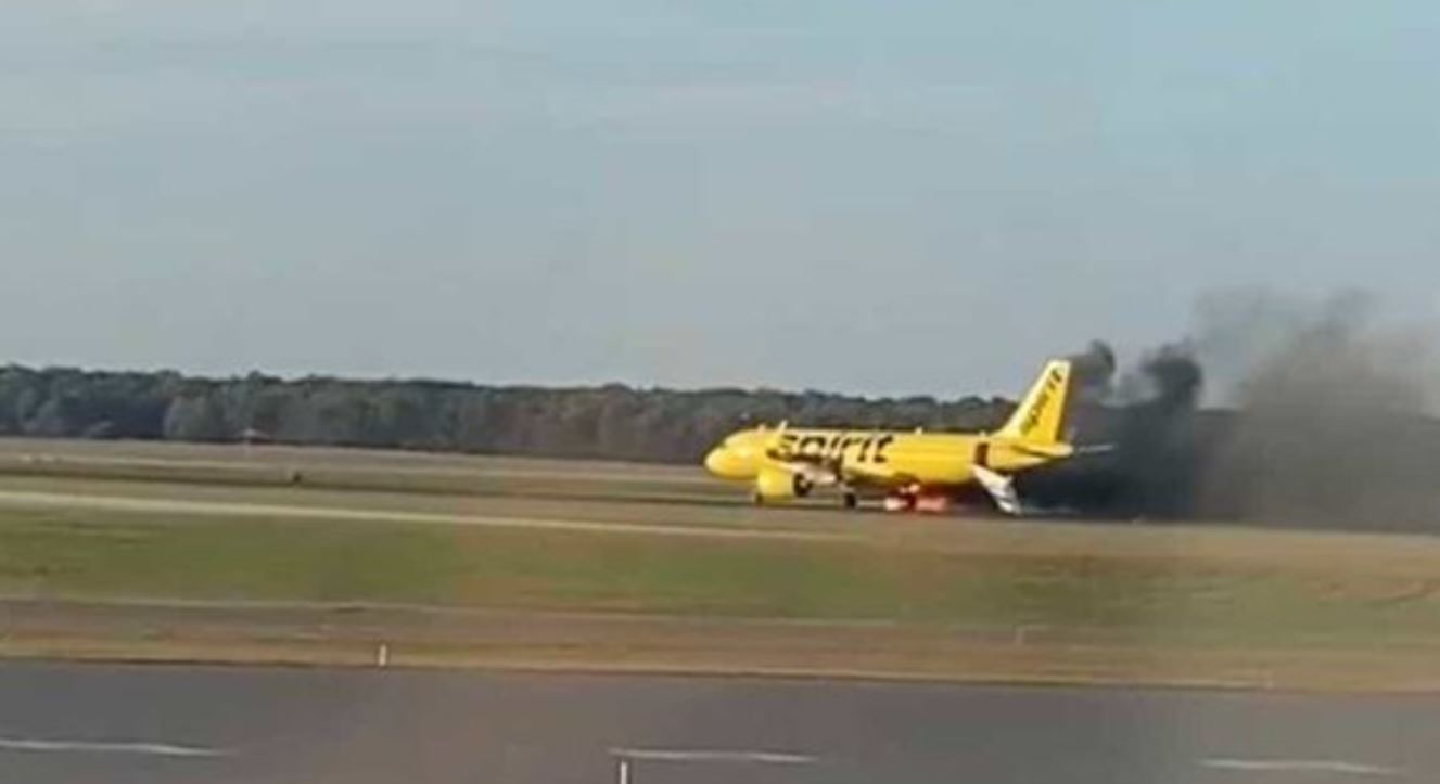 Απίστευτες εικόνες: Αεροπλάνο τυλίχτηκε στις φλόγες, μετά από 'σύγκρουση' με… πουλί! (Φωτο και βίντεο)